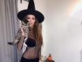 Na Halloween nepotrebuje ani zvláštne kostýmy - toto jej trvalo 3 minúty.