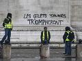 Násilné protesty v Paríži pokračujú.