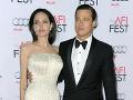 Je to oficiálne: Najznámejší pár Hollywoodu sa rozviedol, Angelina si zmenila priezvisko