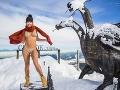 Erika Barkolová opäť prekonala svoje hranice. Na Chopku sa nechala nafotiť iba v sexi bikinách.