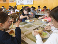 Získať pracovníkov do školských kuchýň je takmer nemožné, upozorňujú karloveské školy