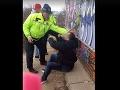VIDEO V prípade policajného fackovania v Humennom nastal nečakaný zvrat: Vymyslené tehotenstvo a klamstvá