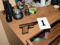 FOTO Policajti s kukláčmi opäť v akcii: V ich rukách skončili drogy, zbraň a 10 osôb