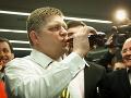 Robert Fico s obľúbeným nápojom.