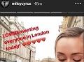 Miley Cyrus sa chladného londýnskeho počasia nebála.