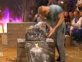 Hoci sekeru získal ako prvý Peter, Dominikovi sa ho podarilo dobehnúť a ľadovú kocku v momente rozbil.