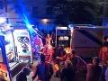 Zábava v nočnom klube sa zmenila na krvavý horor: Po streľbe zomrelo minimálne 15 ľudí