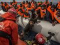 Štúdia vyvracia predsudky: Migranti nešíria choroby, ich zdravie sa zhoršuje až v Európe