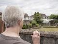 Žena nazrela do záhrady susedov, ostala zdesená: Tento pohľad zažiť naozaj nechcela
