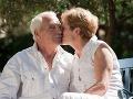 Muž 40 rokov rád bozkával svoju manželku: Nakazila sa cez jeho fúzy a zomrela!