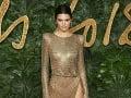 Kendall Jenner sa predviedla v takýchto odvážnych šatách.