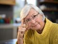 Dôchodkyni ostali oči pre plač: Podvodník od nej vylákal neuveriteľnú sumu na stavbu ropného vrtu