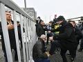 Blokáda na slovensko-maďarskej hranici: Demonštranti podporili opozíciu proti Orbánovi
