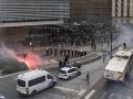 Brusel si posvietil na násilnosti pod oknami: Tvrdá kritika európskej komisie