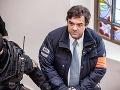 Mariana Koćnera priviezli s putami na rukách na Špecializovaný trestný súd v Banskej Bystrici. Rozhoduje sa o sprísnení jeho väzby.