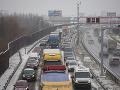 Vodiči, pozor: Merkelová mieri na Slovensko, pripravte sa na kolóny a uzáveru D1