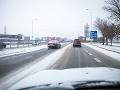 Na cestách si dávajte obrovský pozor: Varovanie pred poľadovicou i vetrom