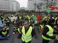 Demonštrácie žltých viest vo Francúzsku pokračujú: Pri nepokojoch zomrel desiaty človek