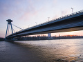 Pohotovosť na Dunaji kvôli olejovým škvrnám: Hasiči ich neutralizujú