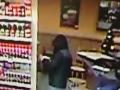 Prepad benzínky ako z akčného filmu: FOTO Muž ukradol peniaze, v ruke mal zbraň