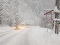 Slovensko sa trápi so snehovou kalamitou: Mimoriadna situácia na FOTO, ľudia uväznení v osadách