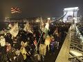V Maďarsku pokračujú protesty proti Orbánovej vláde: Odborári hrozia štrajkom