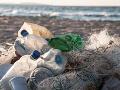 Europarlament schválil obmedzenie plastového odpadu: Zmiznú slamky aj vatové tyčinky