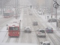 MIMORIADNY ONLINE Silné sneženie zasiahne po západe aj východ: Varovania polície aj meteorológov