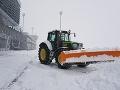 Sneženie skomplikovalo situáciu na bratislavskom letisku.