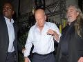 Bruce Willis cestou z istého londýnskeho klubu potreboval pomoc.