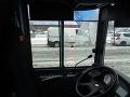 Neznámy páchateľ poškodil ľavé bočné sklo v kabíne vodiča.