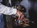 Dovolenka v Rakúsku sa zmenila na drámu: Štyroch Slovákov podplálil barman pri flambovaní