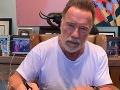 Syn slávneho Terminátora na nelichotivých FOTO: Arnie, och, sprav s tým niečo!