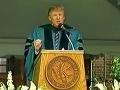 Donald Trump pri prejave v roku 2004.