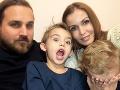 S Richardom vychovávajú dvoch synov, Riška a Ronka.