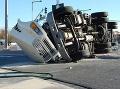 Vážna dopravná nehoda vo Švédsku: Šesť mŕtvych po čelnej zrážke kamiónu a mikrobusu