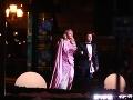 Na Ples v opere Evelyn sprevádzal kamarát - módny návrhár Milan Švingál. Ten sa postaral aj o ušitie jej róby.
