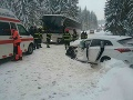 Dopravná nehoda autobusu a osobného vozidla v katastri obce Oravská Polhora.