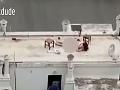 VIDEO Na streche domu
