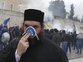FOTO Nepokoje v Grécku naberajú na obrátkach: Potýčky demonštrantov s policajtmi