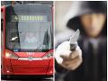 Chvíle hrôzy v bratislavskej MHD: Mladík s nožom v ruke kričal na cestujúcich, vládol strach