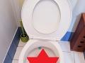 FOTO Chlap išiel potme na WC: Najväčšia chyba v živote, ešte že si nesadol na záchod