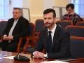 VIDEO Boj o Ústavný súd: Černákov obhajca nesúhlasí, že na neho pozerajú cez klienta