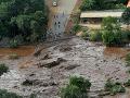 Tragédia v Brazílii: VIDEO Pretrhnutá priehrada pochovala domy, stovky nezvestných
