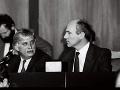 František Mikloško (vpravo) s J. Dienstbierom v predsedníctve 10. schôdze SNR.