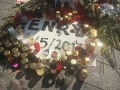 Henryho pamiatku si ľudia uctili zapaľovaním sviečok na mieste, kde došlo k bitke.