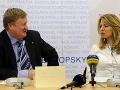 Vľavo bývalý primátor mesta Pezinok Oliver Solga a advokátka Zuzana Čaputová, ktorá zastupuje Pezinčanov v súdnom spore vo veci pezinskej skládky počas tlačovej konferencie 15. januára 2013.