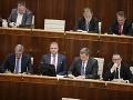 VIDEO V parlamente to od začiatku vrie: Fico mlčí, Matovič protestuje, Maznák a Danko čelia kritike