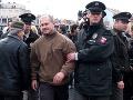 Bývalého vodcu Slovenskej pospolitosti Mariana Kotlebu a niekoľko aktivistov predviedla 17. novembra 2006 polícia po tom, čo odmietli opustiť priestor pred Prezidentským palácom v Bratislave.