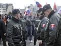V Bratislave pred Prezidentským palácom 14. marca 2009 uskutočnilo stretnutie nacionalistov pri príležitosti 70. výročia prvej Slovenskej republiky. Na snímke policajti zatýkajú bývalého vodcu Slovenskej pospolitosti Mariana Kotlebu potom, čo do mikrofónu zakričal hanlivý pozdrav.